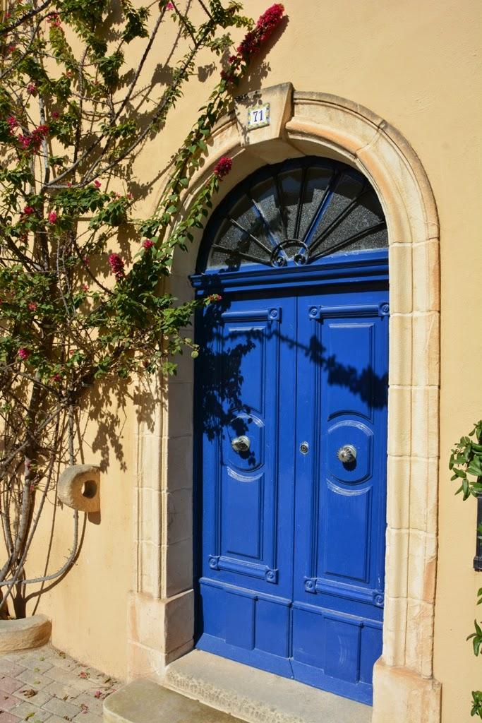 Mosta General Impressions blue door