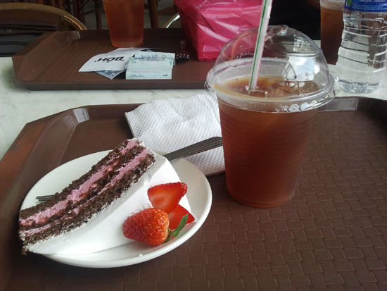 Kek Strawberry dan Teh BOH