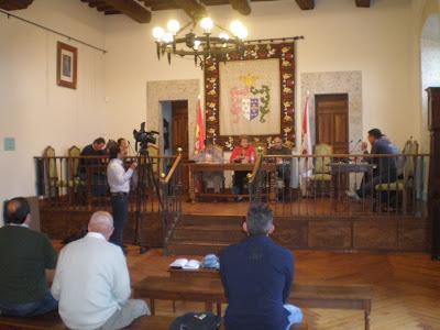 Pleno en el ayuntamiento de Candelario