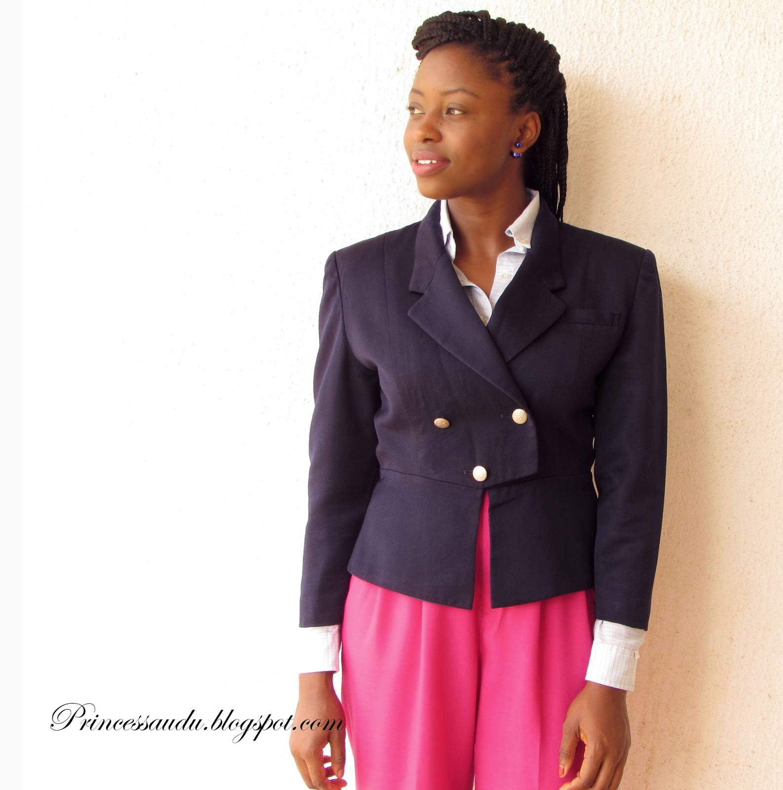 Vintage structured blazer, high-waist trousers, white pumps, work inspiration, workwear, pink trousers, blazer