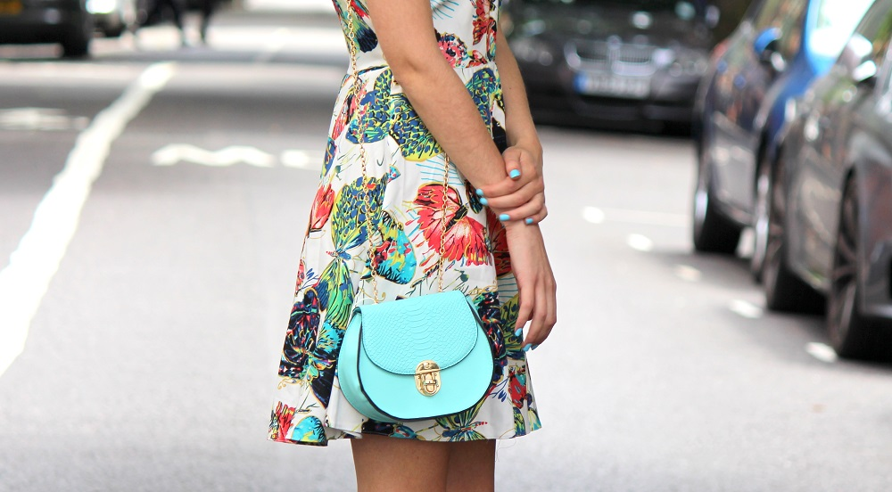peexo fashion blogger wearing floral dress and mini mint bag