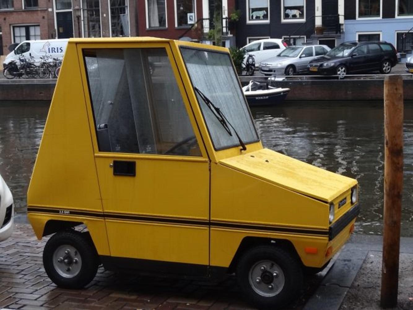 Tiny, tiny car ~