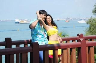 Kamna Jetmalani romancing Shrikant in starring Telugu movie Veediki Dookudekkuva
