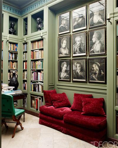 Antiquitäten im frischen Rot-Grün-Farbkontrast