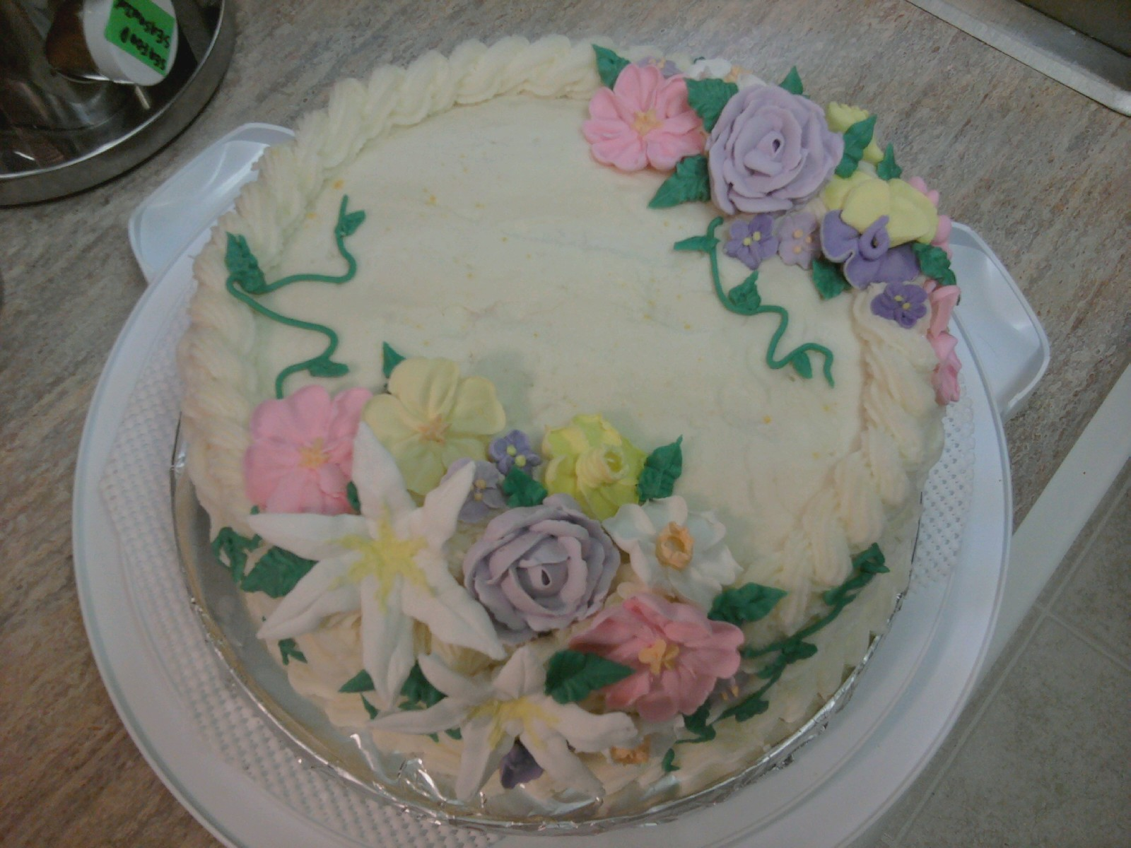 Wilton Cake Decorating Making Flowers : The Gluten Free Wife: Wilton Advanced Flowers Final Cake!!!