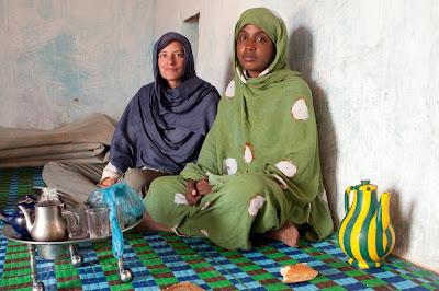 Tomando el té en casa de una familia mauritana en Chinguetti (Mauritania)