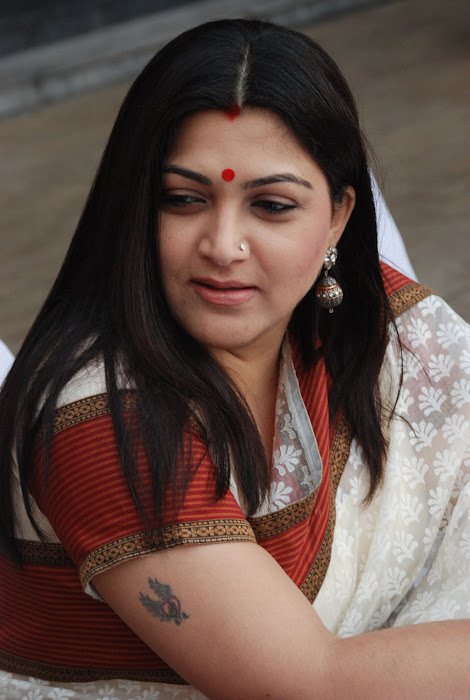 kushboo in saree at big fm et awards