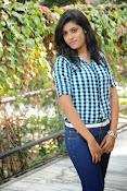 Liza reddy glam pix in jeans-thumbnail-10