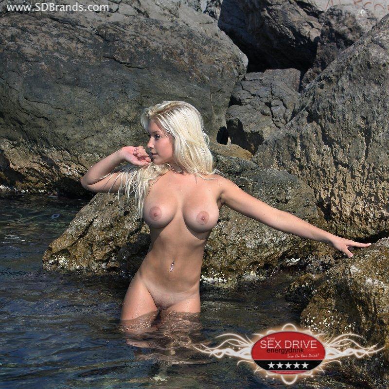 Загорелые голые блондинки