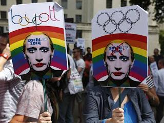 Ativistas protestam contra lei promulgada por Vladimir Putin e pedem boicote aos Jogos Olímpicos de Inverno de 2014