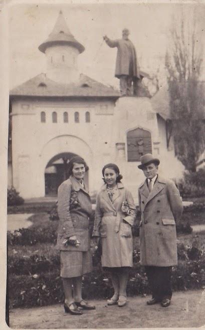 Fotografie realizata in Parcul Carol in perioada interbelica