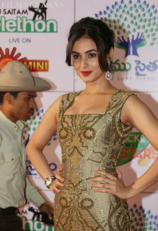 sonal chauhan latest spicy wallpapers