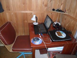 8.06. Мое рабочее место на даче. Ура, наконец, удалось настроить интернет. Теперь работает, практически, на отлично!