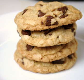 Crispy, Chewy, and Irrisistable Chocolate Chip Cookies