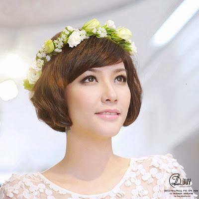 tạo kiểu cho cô dâu tóc ngắn hoa cài tóc