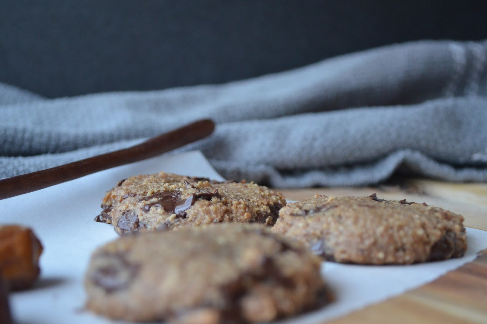Petite Panettiere: Date Oat & Nut Chocolate Chip Cookies