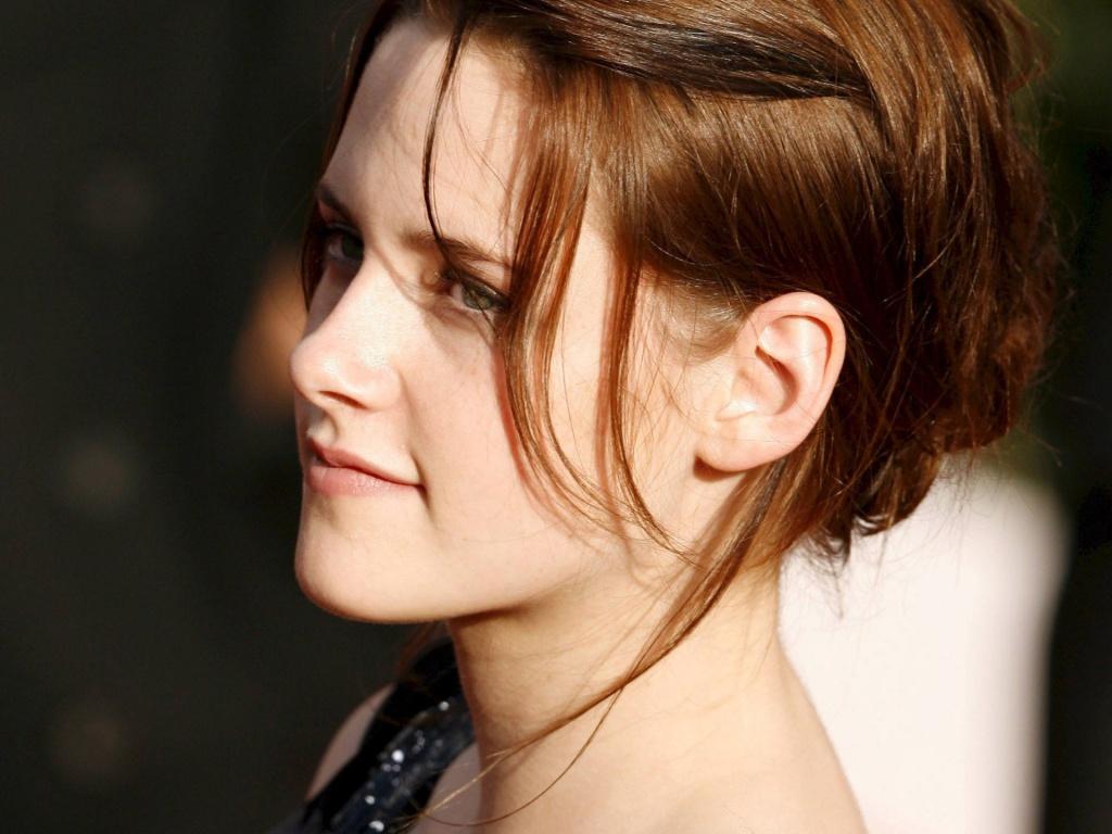 http://2.bp.blogspot.com/-YMJOTG1n6F8/Tx_kDD2V9QI/AAAAAAAABYk/RelxPMac9W4/s1600/ws_Kristen_Stewart_Closeup_1024x768.jpg