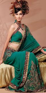 Girls+Wear+Sari+004
