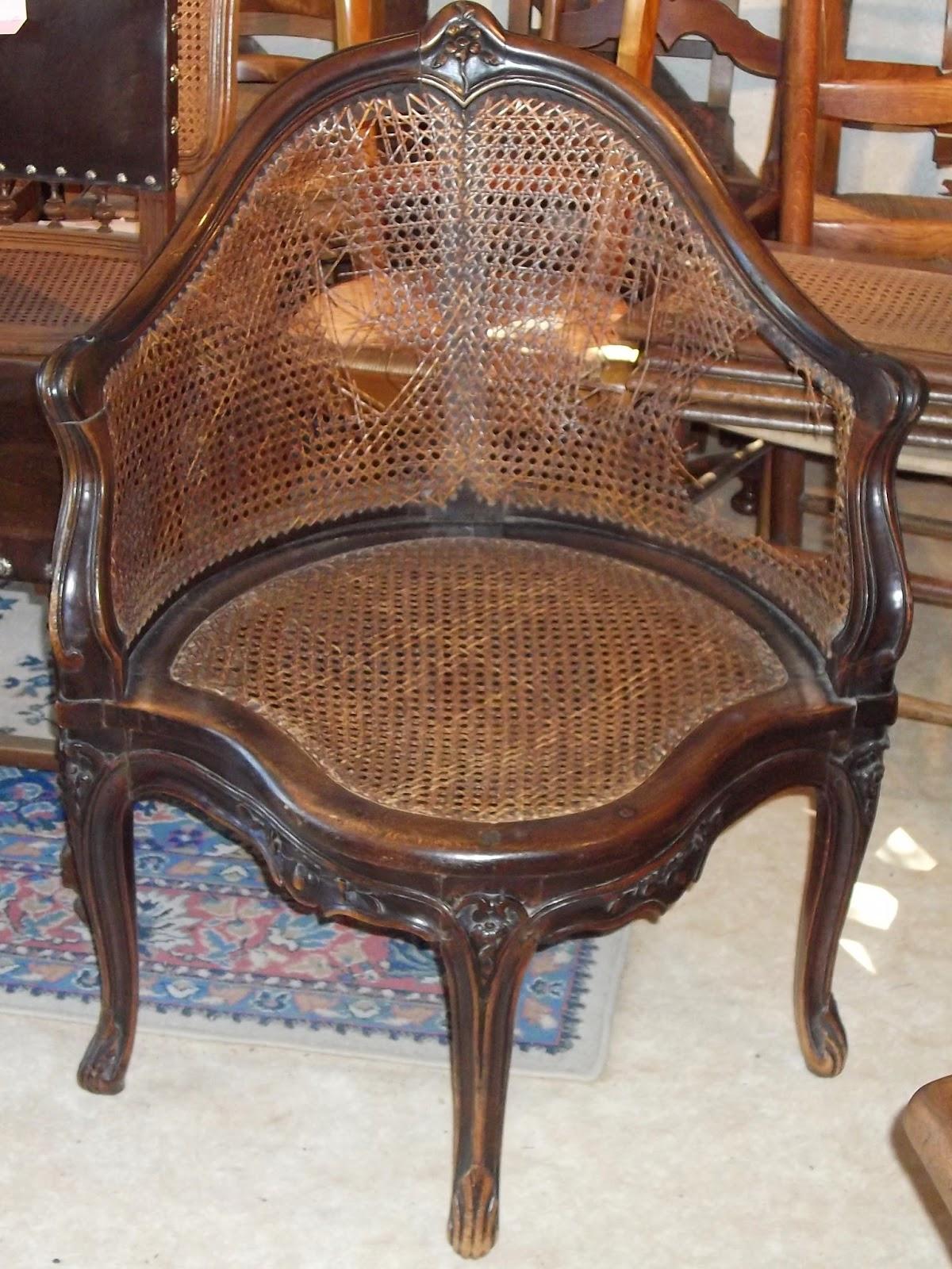 chaiserie artisanale d 39 angers restauration d 39 un fauteuil d 39 angle de style louis xv. Black Bedroom Furniture Sets. Home Design Ideas