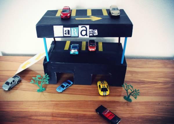 Garaje de cartón para coches - Manualidades para niños