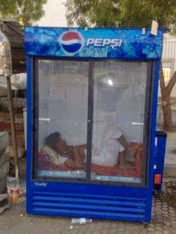 رجل ينام في ارقى ثلاجة بيبسي كل يوم والسبب