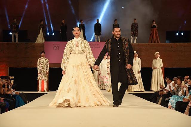 Salman Khan and Sonam Kapoor on ramp to Promote Khadi