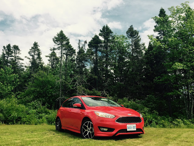 2015 Ford Focus SE hatchback race red