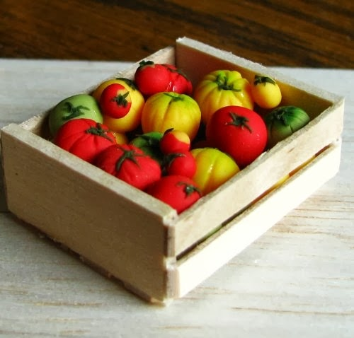 08-Crate-of-Tomatoes-Small-Miniature-Food-Doll-Houses-Kim-Fairchildart-www-designstack-co