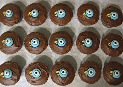 Mo Willems' The Pigeon Cupcakes - Overhead View