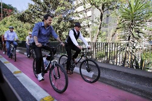 Haddad, Fisher, Tatto e Barchini pedalam na ciclovia