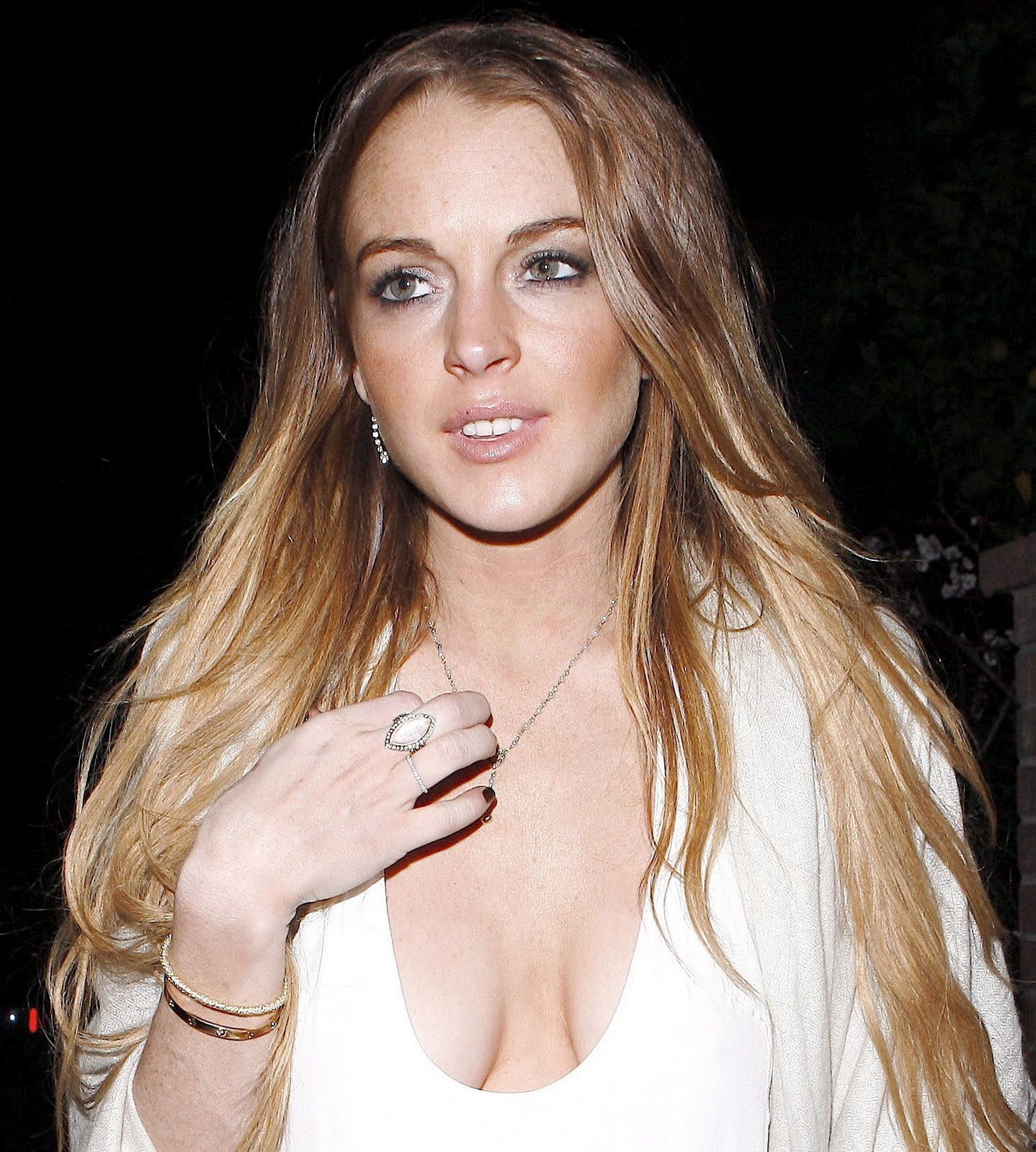 http://2.bp.blogspot.com/-YO3eZpuJPAs/Th7ByckNs-I/AAAAAAAAAJc/J5YrjMsO9Rg/s1600/39183_Celebutopia-Lindsay_Lohan_with_great_cleavage_at_pre_Oscar_party_in_Hollywood-22_122_580lo.JPG