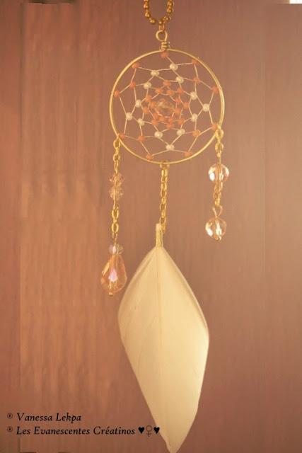 Beau bijou attrape rêves réalisé de façon artisanal et traditionnel dans l'esprit amérindien et chaman d'amérique
