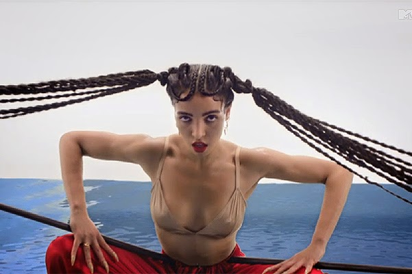 Bondage, hair and music: FKA twigs unveiled the video for Pendulum