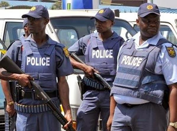http://2.bp.blogspot.com/-YO_22EmZ5uY/UqE6rXNXJKI/AAAAAAAAH-g/4Q6O3LrWHJ4/s1600/south-africa-police-dragging.jpg