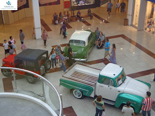 Exposição de carros antigos no Cariri Garden Shopping.