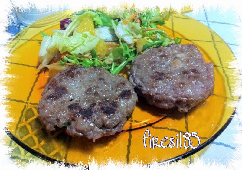 hamburger ripieni di stracchino