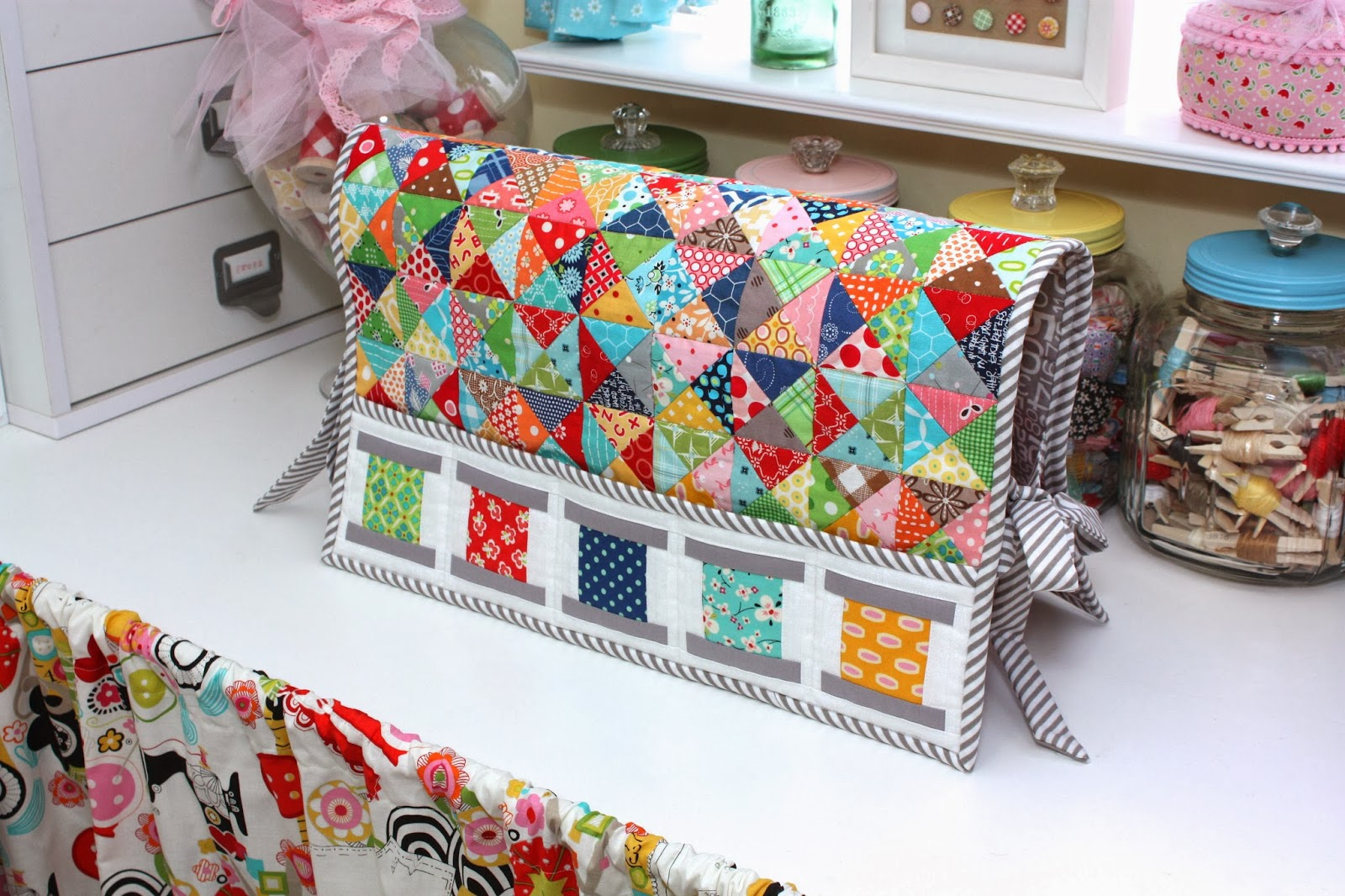Book Cover Sewing Machines : Bee in my bonnet all about the quilty fun event trunk
