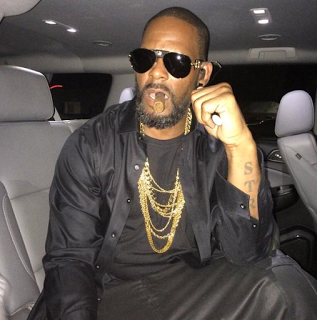 R. Kelly is been sued by his older brother for not paying his salary