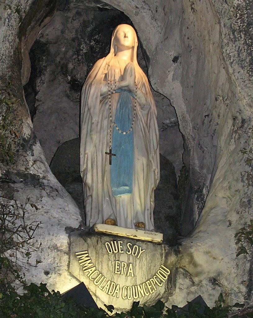 Nossa Senhora é a onipotência suplicante: tudo o que Ela pede, Deus dá. Mas, se alguém pedir fora dEla, inclusive os Anjos e os Santos, Deus não dá.