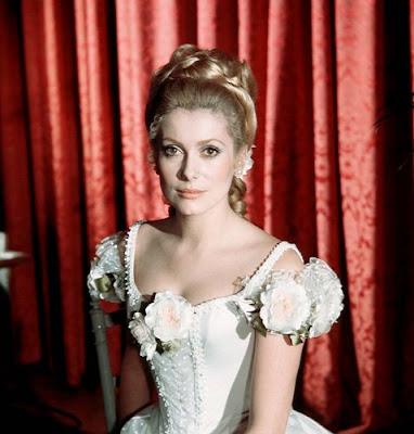 Catherine Deneuve vestido de moda