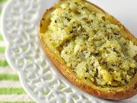 Batata Assada com Molho Pesto (vegana)