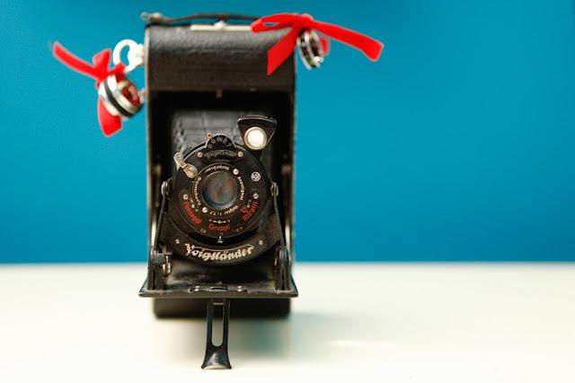 matrimonio easy low cost fibre di luce macchina fotografica vintage portafedi