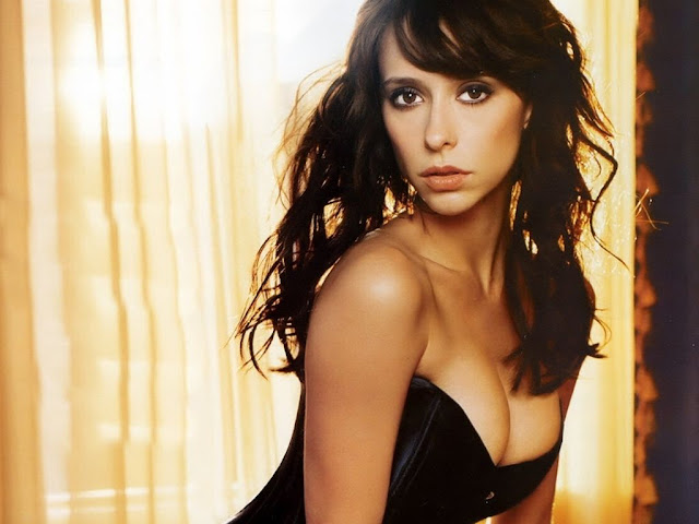 Sexy Jennifer Love-Hewitt Images