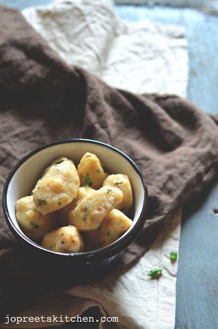 Carrot Upma Kozhukattai / Pidi Kozhukattai