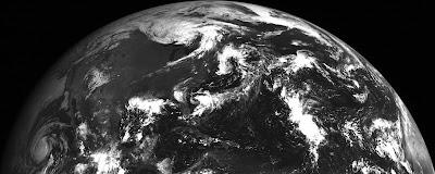 الكرة-الأرضية-الأرض-أبيض-أسود-ملونة