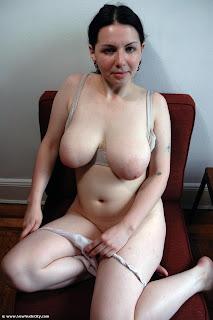 sexy chubby brunette