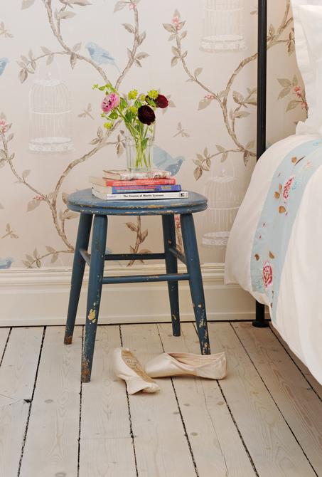 banquinho pintado como criado mudo, Decorar a casa de forma simples, decoração com amor.