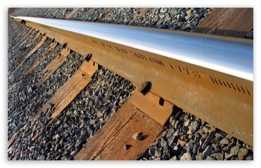 Mengapa Banyak Batu Kerikil di Rel Kereta Api?