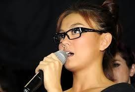 agnes monica menyanyi