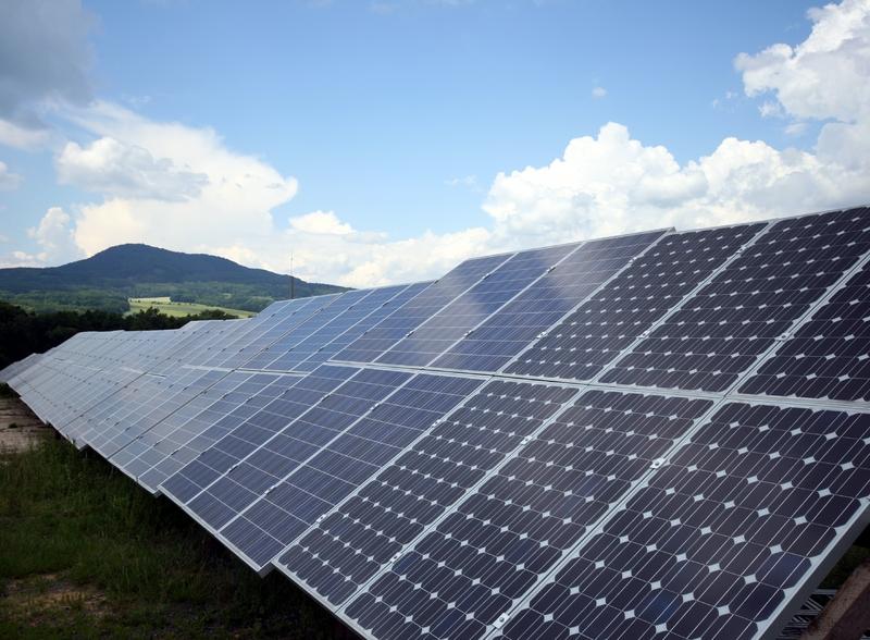 http://2.bp.blogspot.com/-YSIKMrbp-pA/TeJDTTWuMoI/AAAAAAAAAJA/1JAdsbJTV0A/s1600/solar+panels+nature.jpg